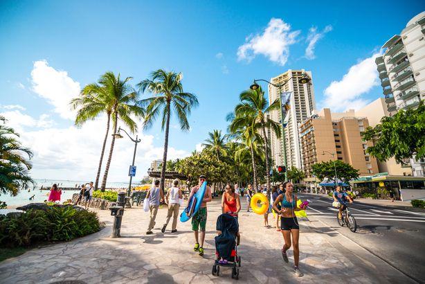 people jogging, cycling and walking, Waikiki Beach