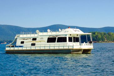 21 Best Places For A Houseboat Vacation Cheapism Com