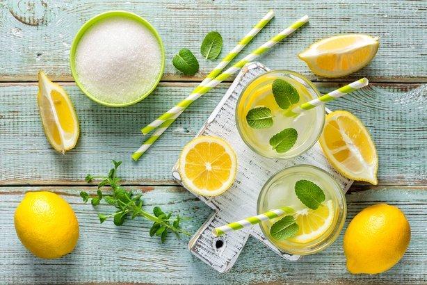making homemade lemonade with ceramic juicer with fresh lemons