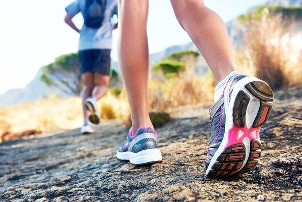 trail running marathon fitness feet on rock