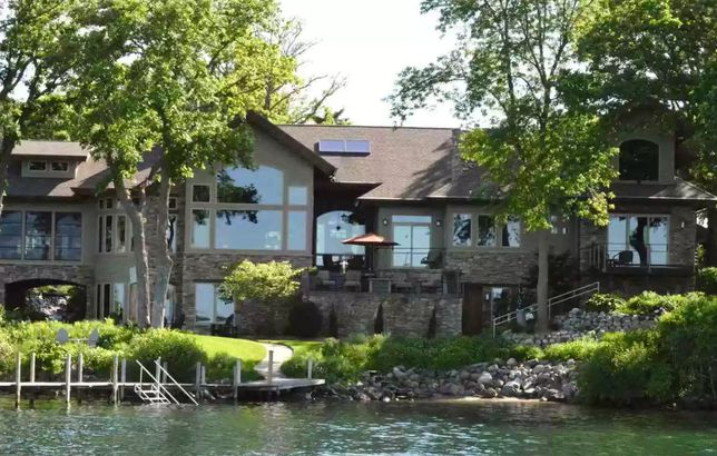 Iowa waterfront home