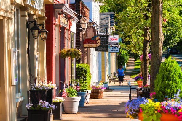 Quaint shops on a street in Hudson, OH
