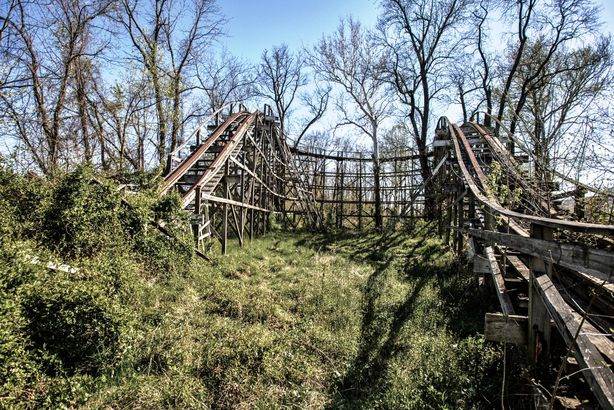 17 Eerie Abandoned Amusement Parks Across The U S Cheapism Com,French Country Master Bedroom