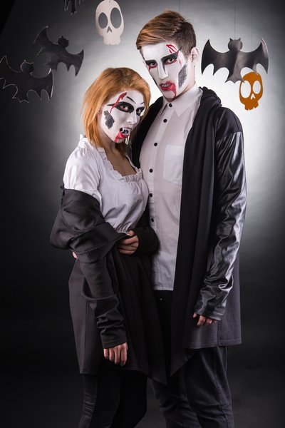 20 Easy And Cheap Halloween Costumes For Couples