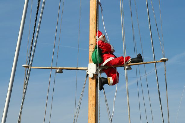 Santa Claus leaves in cruise