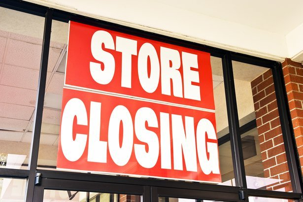 'Store Closing' sign on business