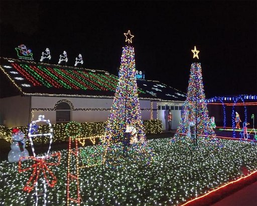 MULBERRY, FLORIDA. Professional lighting ... - 50 Christmas Light Displays To Brighten The 2017 Holidays Cheapism