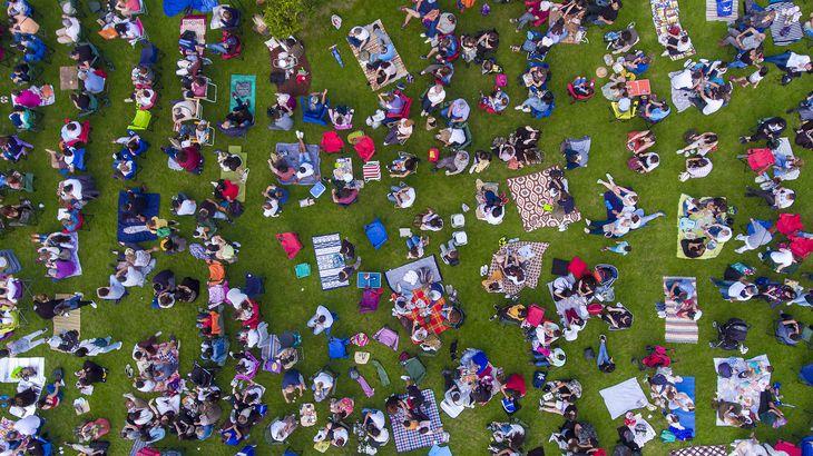 Turkey picnic-goers by drone