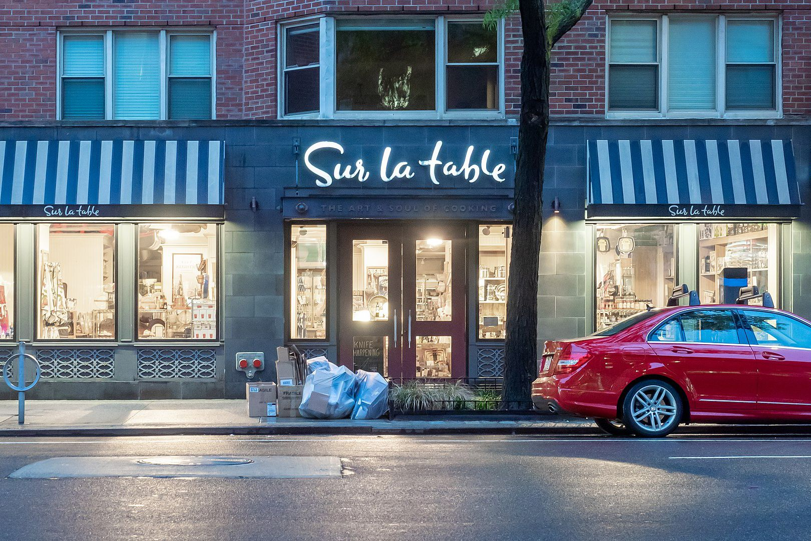 Sur La Table Storefront