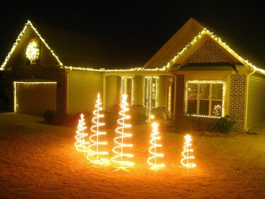 One Story House Christmas Lights.50 Christmas Light Displays To Brighten The 2017 Holidays