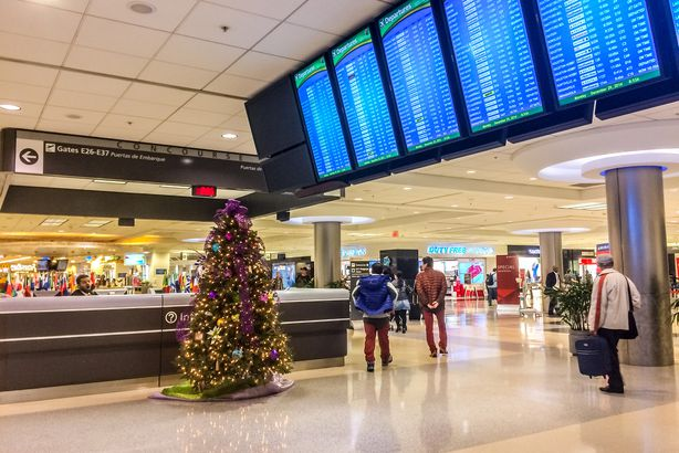 airport during christmas - Best Time To Buy Airline Tickets For Christmas