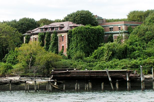 remains of Riverside Hospital on North Brother Island, New York
