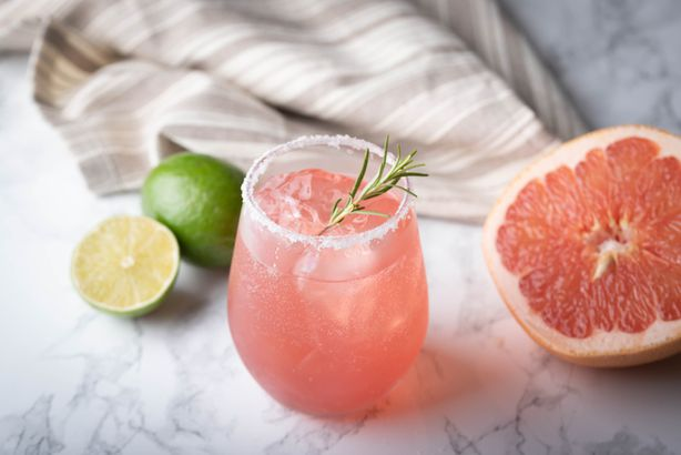 Alcohol-free salty dog cocktail