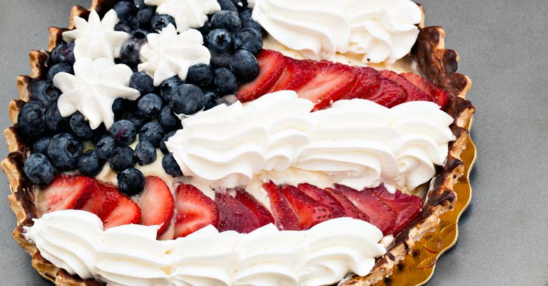 berry tart with flag pattern