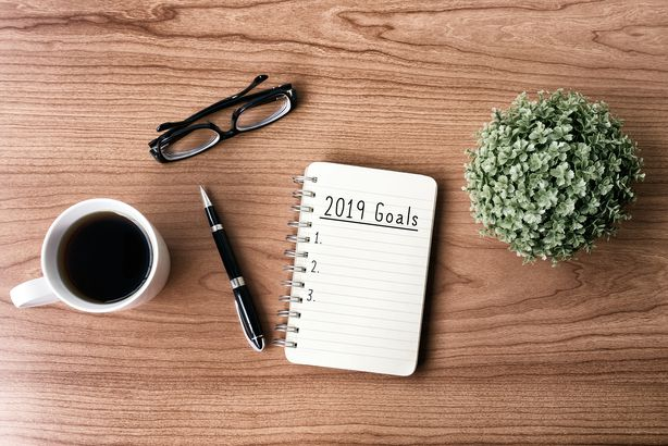 2019 goals text on notepad on desk
