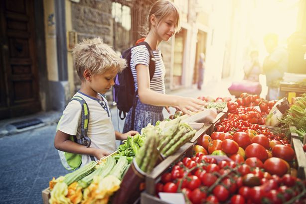 kids at produce stand