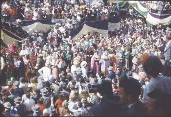 Mardi Gras crowd, 1930